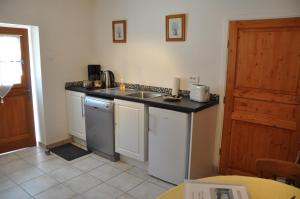 A kitchen or kitchenette at Clos de La Richaudière