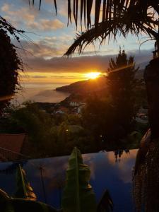O nascer ou o pôr do sol visto a partir da villa