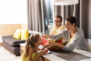 Rodina v ubytovaní Barack Thermal Resort Apartments