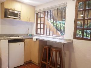 A kitchen or kitchenette at Apartaestudios La Candelaria
