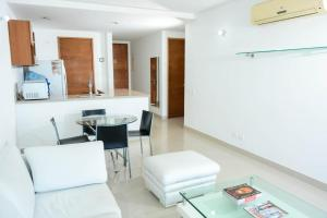 A bathroom at LUXURY 3 MINUTES FROM THE AIRPORT/TOURIST AREA