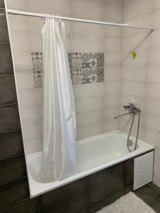 A bathroom at Студия, рядом с аэропортом внуково!!!