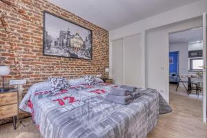 A bed or beds in a room at Ever House - ALCALA CIELO 2
