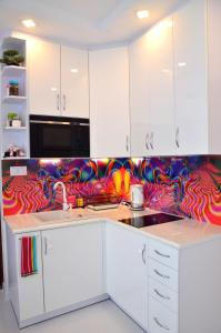 A kitchen or kitchenette at Apartament Pegaz