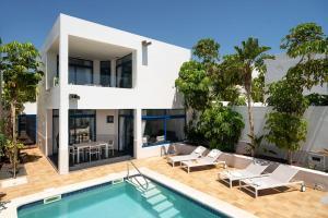 Het zwembad bij of vlak bij Villas de la Marina