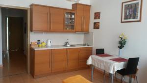 A kitchen or kitchenette at Aparthotel City 5