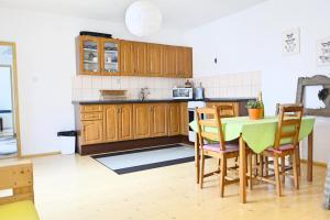 A kitchen or kitchenette at Mulberry House - Domček Pod Morušou