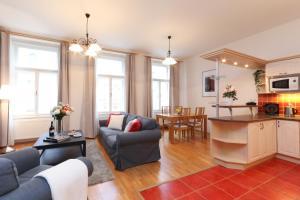 Posezení v ubytování Vinohrady Sazavska Apartments