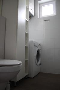 A bathroom at Apartmani Rea