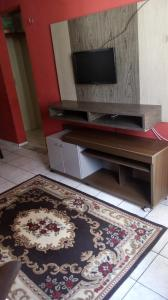 A television and/or entertainment centre at Apartamento Completo