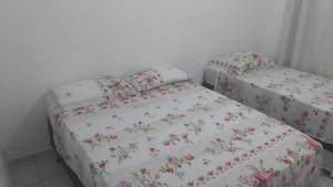 A bed or beds in a room at Kitinet Brasília