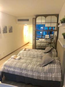 Cama ou camas em um quarto em Departamento centro vista al obelisco