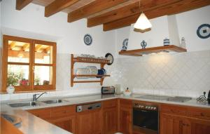 A kitchen or kitchenette at Holiday home Pol. 3, Parc.