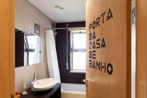Um banheiro em The Lisbonaire Apartments