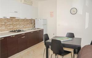 A kitchen or kitchenette at La Piazzetta 1