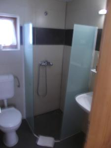 A bathroom at Apartman Nóra