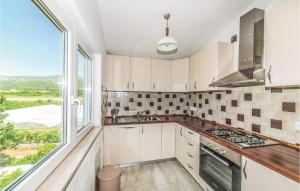 A kitchen or kitchenette at Three-Bedroom Apartment in Kastel Stafilic
