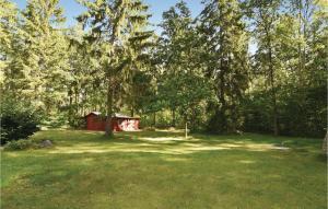 En trädgård utanför Holiday home Hammars Lärbro Lärbro