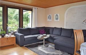 En sittgrupp på Holiday Home Vallda with a Fireplace 04