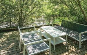 En balkong eller terrass på Three-Bedroom Holiday Home in Tomelilla