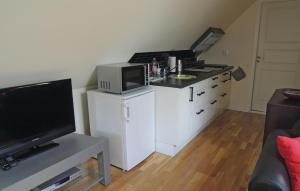 En tv och/eller ett underhållningssystem på Apartment Vittsjö 27