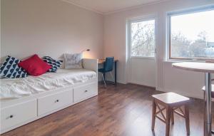 Khu vực ghế ngồi tại Studio Apartment in Farosund