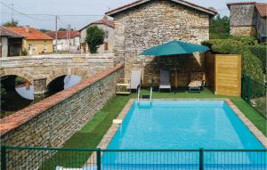 Vue sur la piscine de l'établissement Three-Bedroom Holiday Home in Courcelles sur Blaise ou sur une piscine à proximité