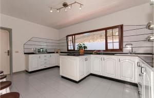 A kitchen or kitchenette at Holiday home Camino la Caldereta I-672