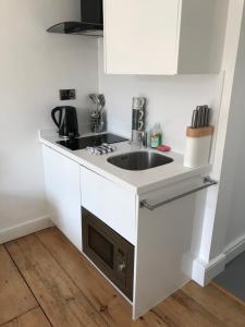 A kitchen or kitchenette at Sun St Studios
