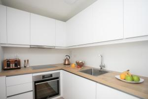 A kitchen or kitchenette at Moonside - Stunning Angel Apartments