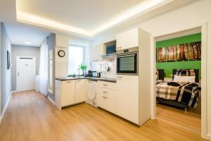 A kitchen or kitchenette at Centerapartments Marienstrasse