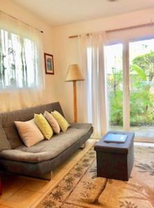 Zona de estar de Lovely Lanikai Studio, Legal Vacation Rental