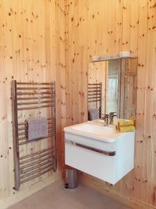 A bathroom at Southern County Resort