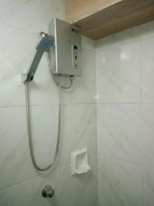 A bathroom at Davimar House