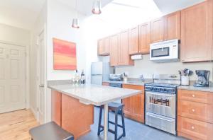A kitchen or kitchenette at Copley Garrison