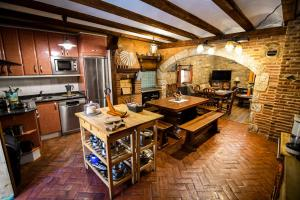 A restaurant or other place to eat at La Mora Cantana