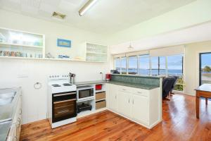 A kitchen or kitchenette at 19 Investigator Crescent, Encounter Bay