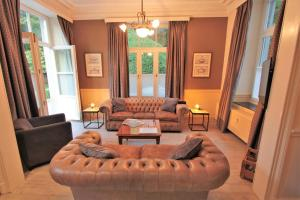 A seating area at Chateau Cardinal
