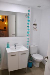 A bathroom at ALMAHOME