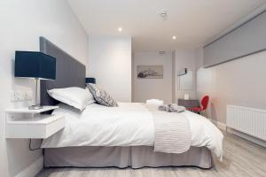 A bed or beds in a room at Godfrey Mews