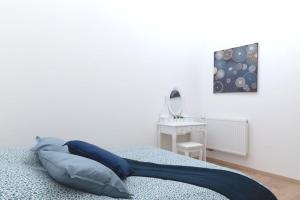 A bed or beds in a room at Appartement grand standing VAUBAN 10 Personnes centre historique de Colmar