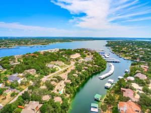 A bird's-eye view of The Treehouse On Lake Travis