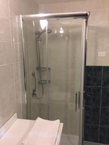A bathroom at ToviMar Apartments
