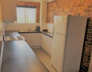 A kitchen or kitchenette at Toowong Villas