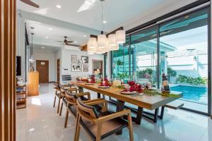 ห้องอาหารหรือที่รับประทานอาหารของ Hi At Home - Luxury Pool Villa in Pattaya