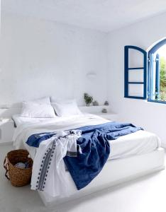 A bed or beds in a room at Villa Ippocampi - Adults Only