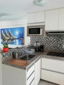 A kitchen or kitchenette at Beach Class Rosalux 707