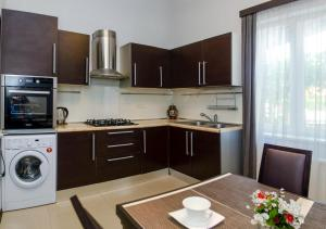 A kitchen or kitchenette at Apartment Amaghleba