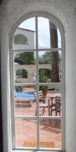 Vista sulla piscina di Eremo di Montevergine Ischia Apartments o su una piscina nei dintorni