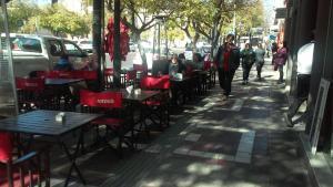 Un restaurant u otro lugar para comer en Mendoza Green